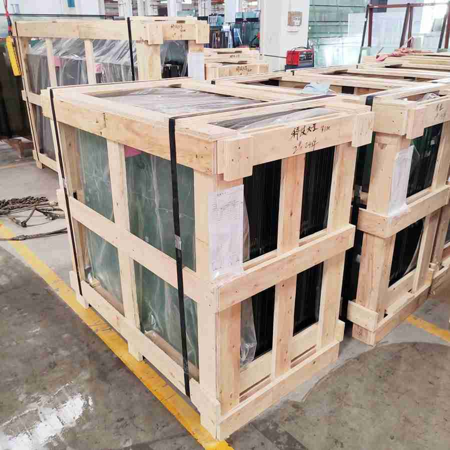 Strong plywood crate packing to make sure glass safety during long distance transportation.