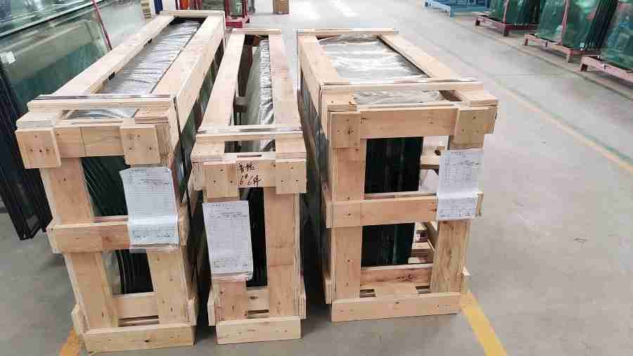 Shenzhen Dragon Glass strong plywood crate to make sure glass safety during shipping.