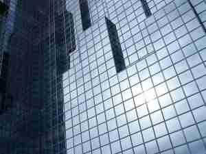 деформация фасадного стекла