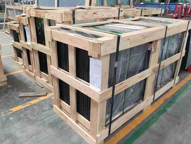 fuerte embalaje de madera contrachapada para puertas de ducha de vidrio templado